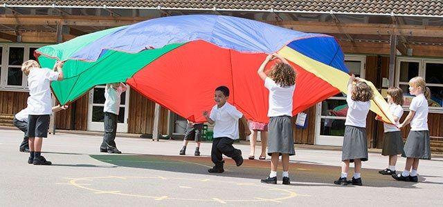 juegos infantiles con paracaídas