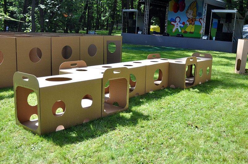 Túnel con cajas de cartón