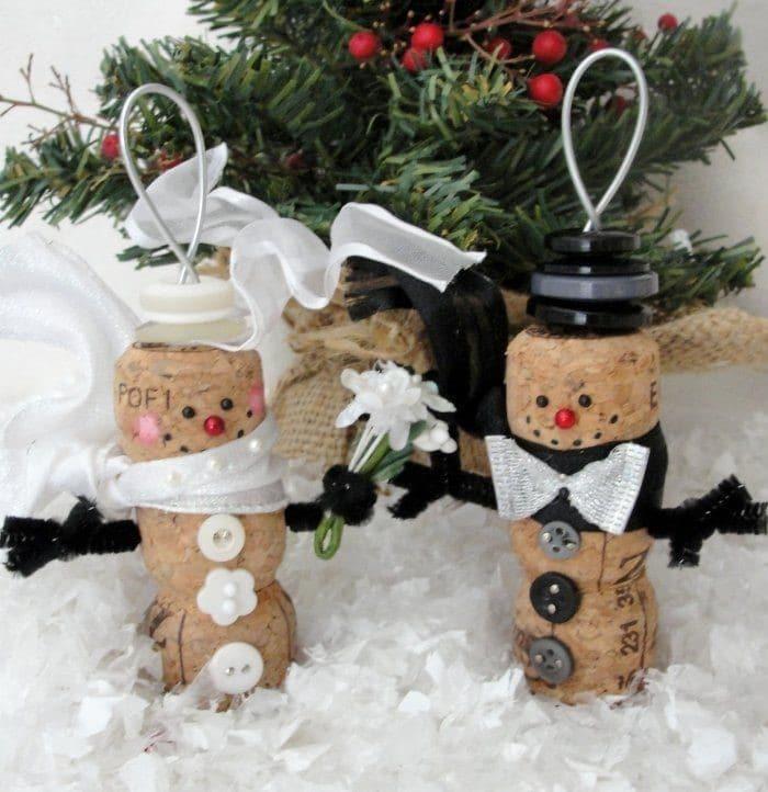 Muñecos de nieve con corchos