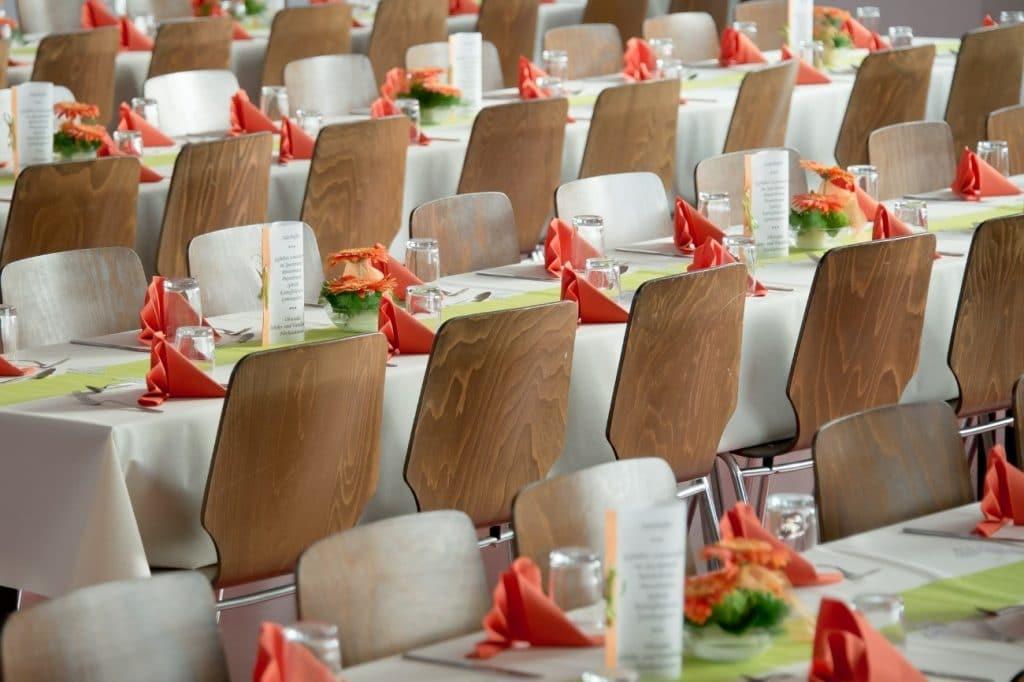 Cómo decoramos las mesas y las sillas