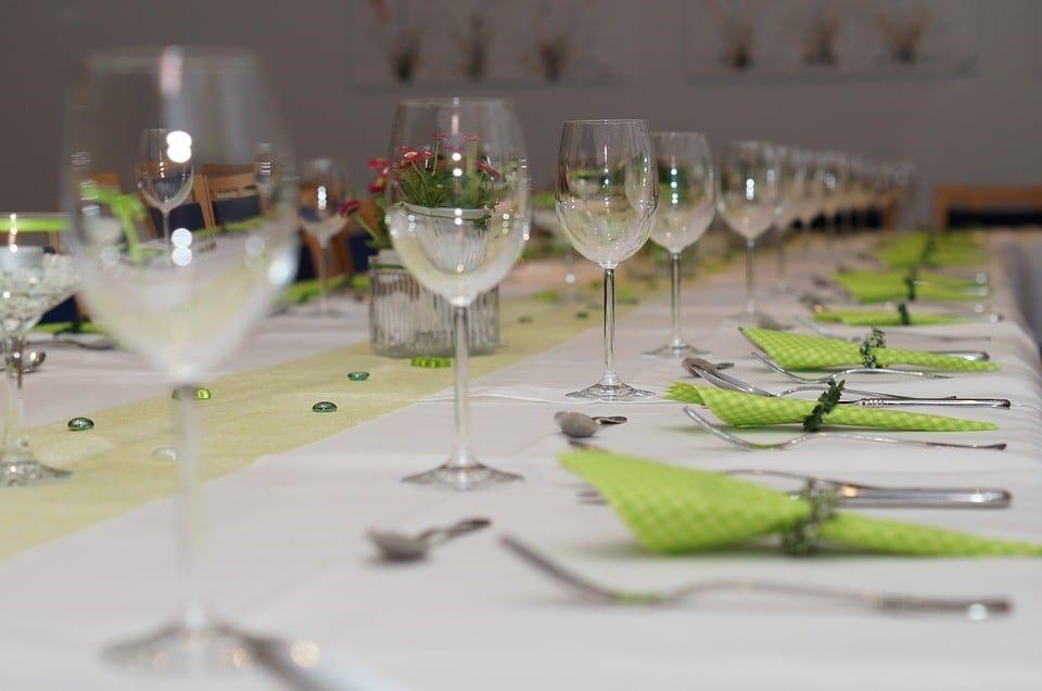 Decoración para celebrar una comunión en un restaurante